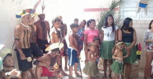 Estudantes de escola da Mata Limpa recebem visita de tribo indígena