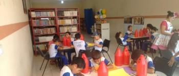 Alunos da Escola Manoel Pereira Filho participam de atividades na Biblioteca Municipal